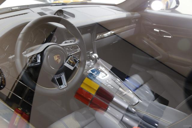 Porsche 911 Turbo S Exclusive Series có giá chỉ hợp với nhà giàu tại đất nước tỷ dân - 09