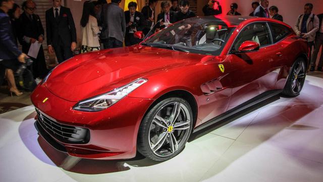 Sao bóng rổ gây choáng khi cho con trai 15 tuổi tập lái bằng siêu xe Ferrari GTC4Lusso - Ảnh 3.