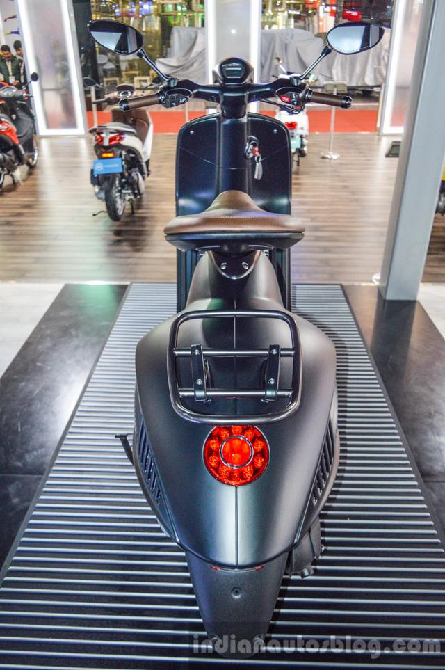 Piaggio ngừng bán xe ga đắt hơn ô tô Vespa 946 Emporio Armani tại Ấn Độ
