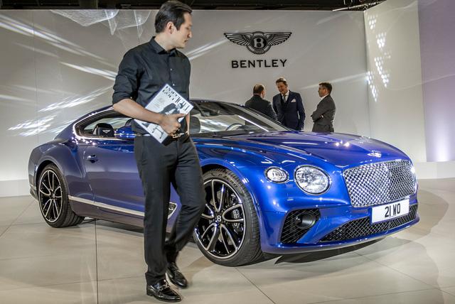 Ngắm vẻ đẹp bằng xương, bằng thịt của xe sang Bentley Continental GT 2018 - Ảnh 1.