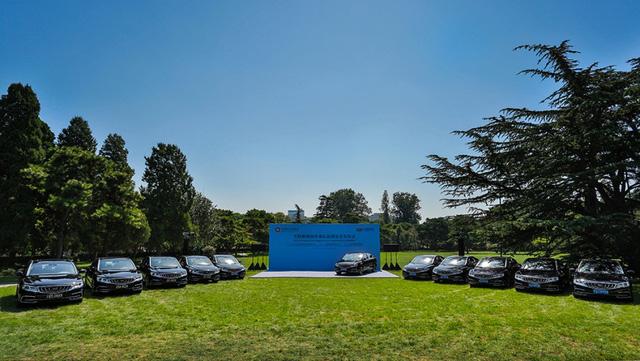 """Xe Geely GC9 Trung Quốc """"đánh bại"""" Mercedes S-Class Maybach"""