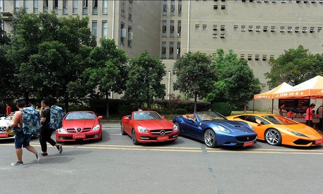 Trường Cao đẳng gây choáng khi mua dàn siêu xe và xe sang 35 tỷ Đồng cho sinh viên thực hành - Ảnh 1.