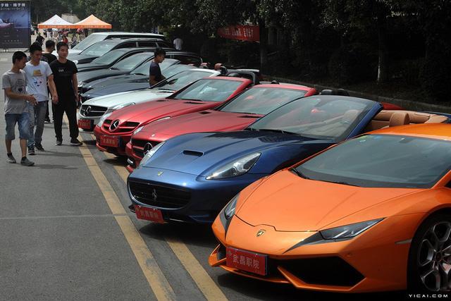Trường Cao đẳng gây choáng khi mua dàn siêu xe và xe sang 35 tỷ Đồng cho sinh viên thực hành - Ảnh 3.