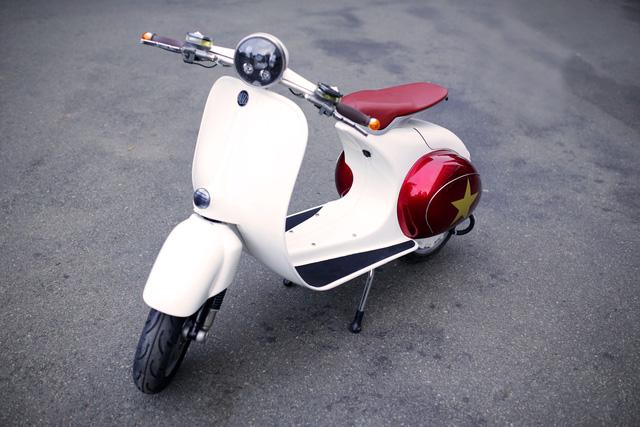 Xe máy điện có kiểu dáng giống Vespa cổ khiến cư dân mạng Việt tò mò - Ảnh 1.