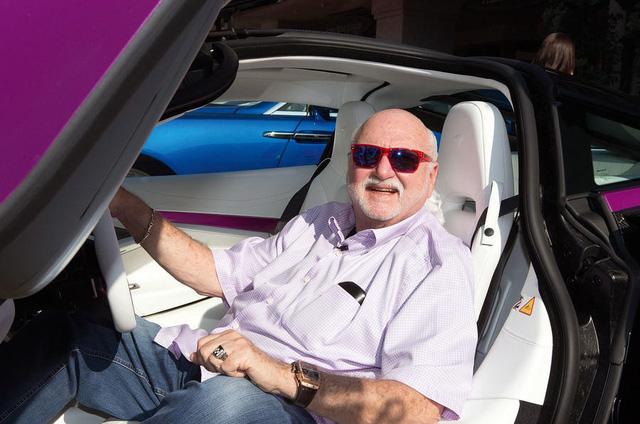 Gặp gỡ đại gia ngành đệm đã mua 13 chiếc siêu xe và xe sang trong năm nay - Ảnh 1.