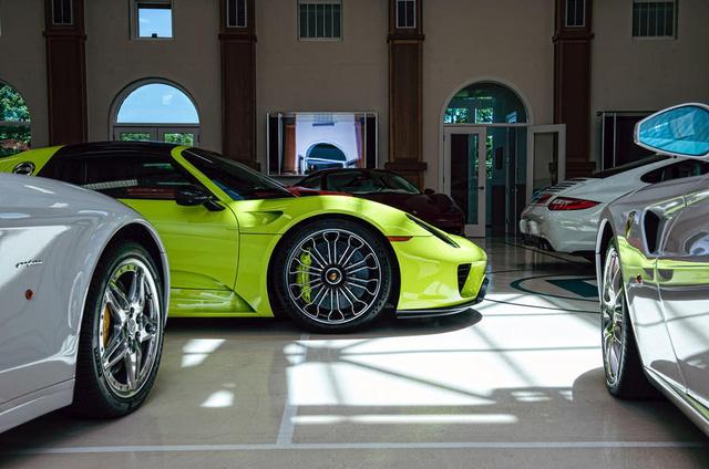 Gặp gỡ đại gia ngành đệm đã mua 13 chiếc siêu xe và xe sang trong năm nay - Ảnh 10.
