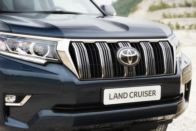 Toyota chính thức vén màn SUV được mong chờ Land Cruiser Prado 2018 - Ảnh 4.