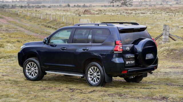 Toyota chính thức vén màn SUV được mong chờ Land Cruiser Prado 2018 - Ảnh 6.