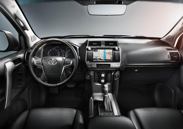 Toyota chính thức vén màn SUV được mong chờ Land Cruiser Prado 2018 - Ảnh 8.