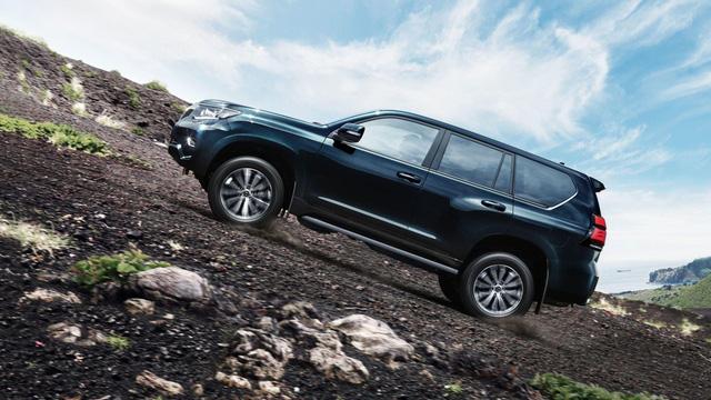 Toyota chính thức vén màn SUV được mong chờ Land Cruiser Prado 2018 - Ảnh 12.