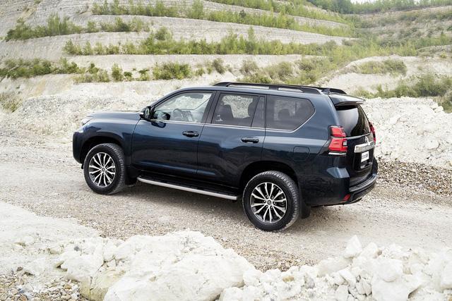Toyota chính thức vén màn SUV được mong chờ Land Cruiser Prado 2018 - Ảnh 15.