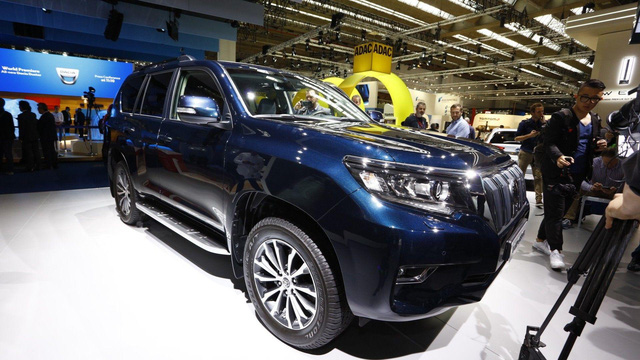 Ngắm hình ảnh bằng xương, bằng thịt của Toyota Land Cruiser Prado 2018 sẽ về Việt Nam - Ảnh 2.