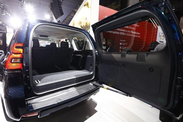 Ngắm hình ảnh bằng xương, bằng thịt của Toyota Land Cruiser Prado 2018 sẽ về Việt Nam - Ảnh 16.