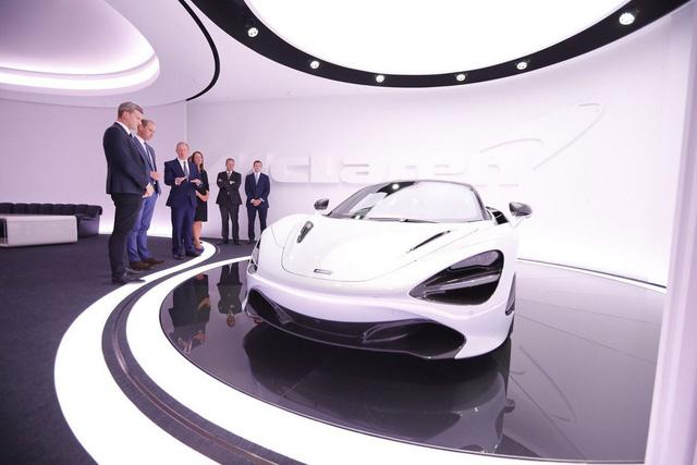 Hoàng tử Anh thích thú khi chạm mặt chiếc McLaren 720S làm bằng hơn 200.000 miếng lego - Ảnh 3.