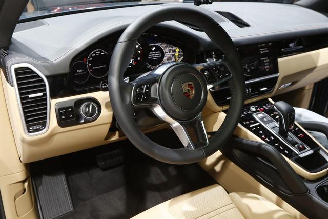 Chưa được bày bán, Porsche Cayenne Turbo 2018 đã lộ giá - Ảnh 2.