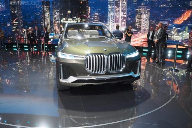 Mãn nhãn với vẻ đẹp ngoài đời thực của BMW X7 iPerformance - đối thủ tương lai dành cho Lexus LX - Ảnh 4.