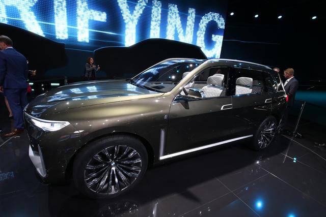 Mãn nhãn với vẻ đẹp ngoài đời thực của BMW X7 iPerformance - đối thủ tương lai dành cho Lexus LX - Ảnh 6.