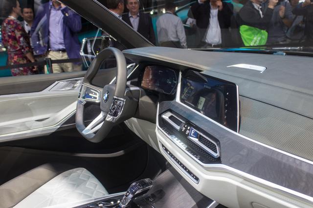 Mãn nhãn với vẻ đẹp ngoài đời thực của BMW X7 iPerformance - đối thủ tương lai dành cho Lexus LX - Ảnh 9.