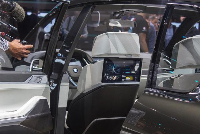 Mãn nhãn với vẻ đẹp ngoài đời thực của BMW X7 iPerformance - đối thủ tương lai dành cho Lexus LX - Ảnh 10.