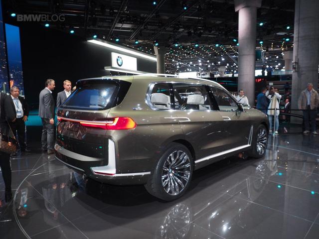 Mãn nhãn với vẻ đẹp ngoài đời thực của BMW X7 iPerformance - đối thủ tương lai dành cho Lexus LX - Ảnh 11.