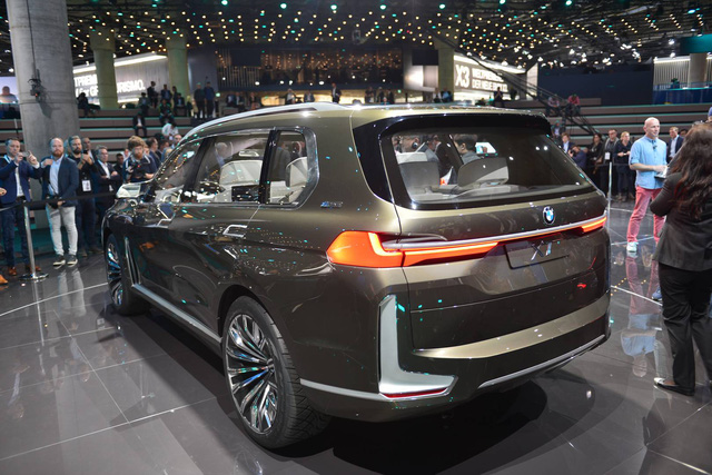 Mãn nhãn với vẻ đẹp ngoài đời thực của BMW X7 iPerformance - đối thủ tương lai dành cho Lexus LX - Ảnh 12.