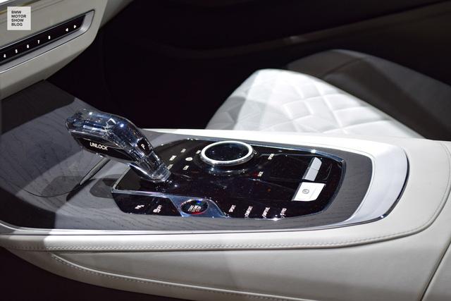 Mãn nhãn với vẻ đẹp ngoài đời thực của BMW X7 iPerformance - đối thủ tương lai dành cho Lexus LX - Ảnh 13.