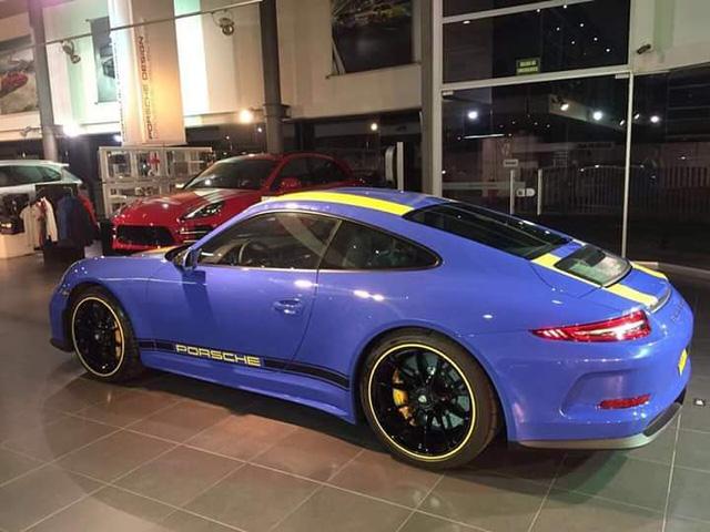 Diện kiến 1 trong 2 chiếc Porsche 911 R sơn màu xanh dương Maritime Blue trên thế giới - Ảnh 1.