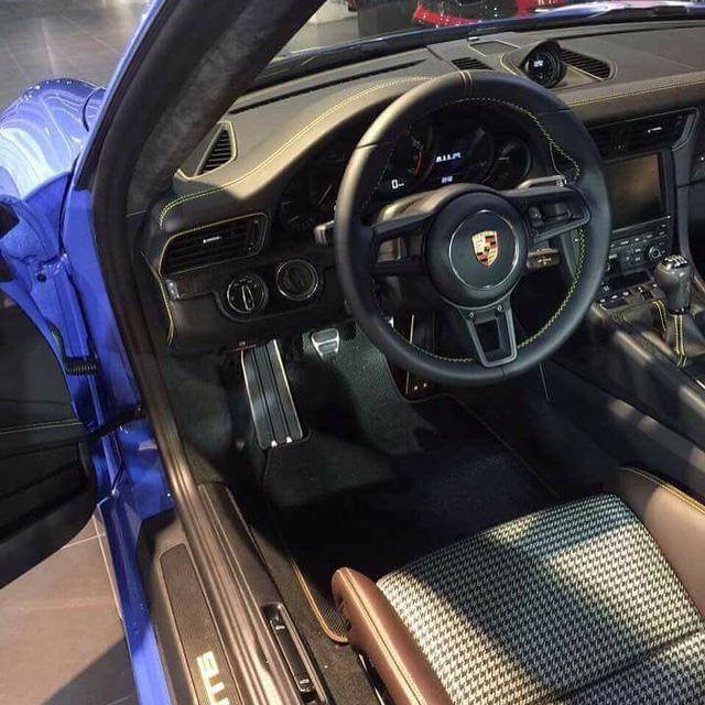 Diện kiến 1 trong 2 chiếc Porsche 911 R sơn màu xanh dương Maritime Blue trên thế giới - Ảnh 2.