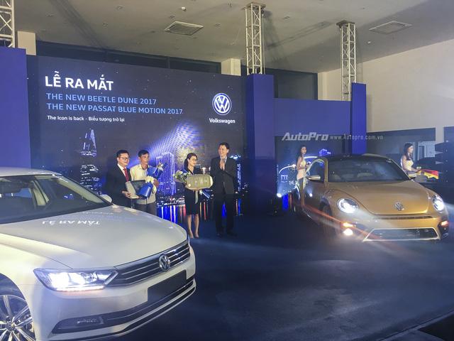 Volkswagen mạnh tay đưa Beetle Dune và Passat BlueMotion về Việt Nam - Ảnh 1.