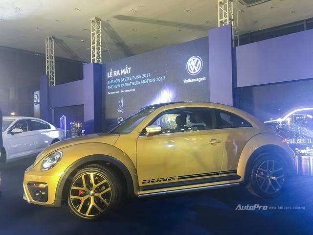 Volkswagen mạnh tay đưa Beetle Dune và Passat BlueMotion về Việt Nam - Ảnh 2.