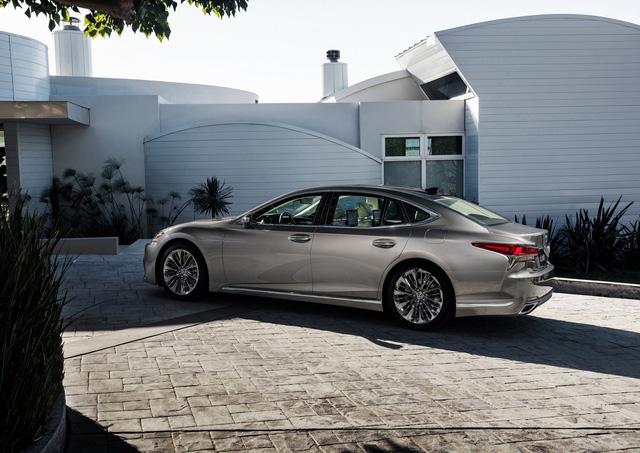 Sedan hạng sang cỡ lớn Lexus LS500 2018 dự kiến có giá khởi điểm 76.000 USD - Ảnh 2.