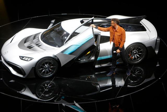 Tay đua Lewis Hamilton bỏ ra hơn 123 tỷ Đồng để mua 2 cực phẩm Mercedes-AMG Project One - Ảnh 4.