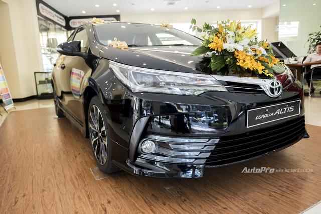 Đắt hơn Mazda3 166 triệu, Toyota Altis 2.0V Sport có gì để cạnh tranh? - Ảnh 3.