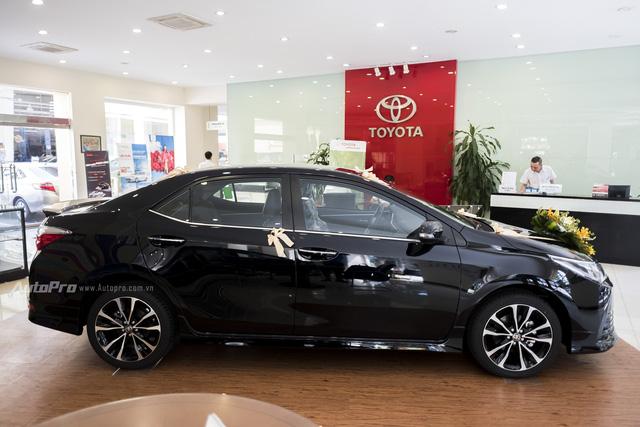 Đắt hơn Mazda3 166 triệu, Toyota Altis 2.0V Sport có gì để cạnh tranh? - Ảnh 5.