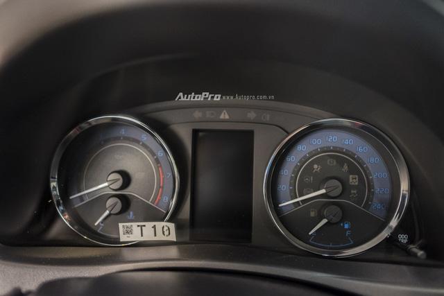 Đắt hơn Mazda3 166 triệu, Toyota Altis 2.0V Sport có gì để cạnh tranh? - Ảnh 10.