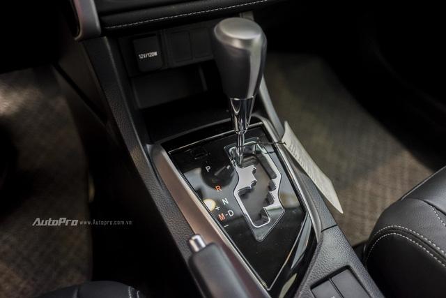 Đắt hơn Mazda3 166 triệu, Toyota Altis 2.0V Sport có gì để cạnh tranh? - Ảnh 16.