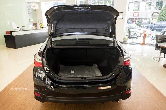 Đắt hơn Mazda3 166 triệu, Toyota Altis 2.0V Sport có gì để cạnh tranh? - Ảnh 7.