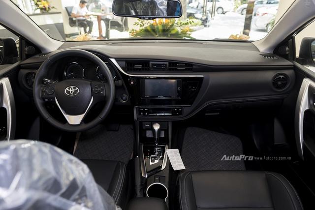 Đắt hơn Mazda3 166 triệu, Toyota Altis 2.0V Sport có gì để cạnh tranh? - Ảnh 9.