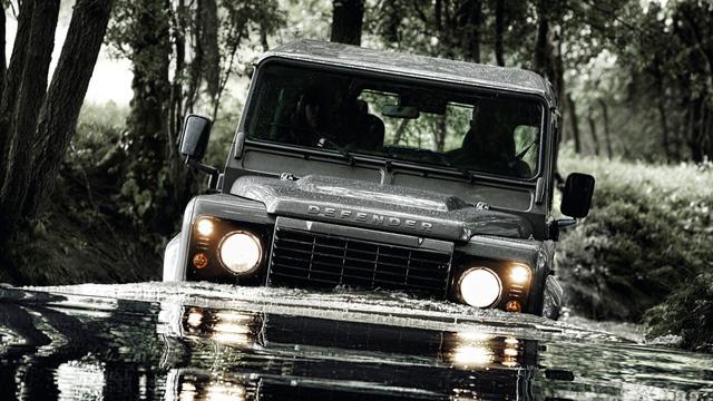 Tỷ phú Anh muốn hồi sinh xe việt dã huyền thoại Land Rover Defender - Ảnh 1.