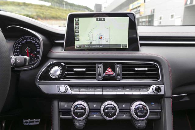 Đây là diện mạo bằng xương, bằng thịt của sedan thể thao Genesis G70 mới ra mắt - Ảnh 10.