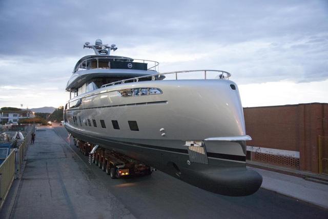 Cận cảnh siêu du thuyền mới hạ thủy trị giá 380 tỷ Đồng của Porsche - Ảnh 3.