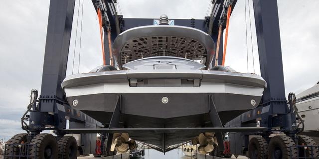 Cận cảnh siêu du thuyền mới hạ thủy trị giá 380 tỷ Đồng của Porsche - Ảnh 1.