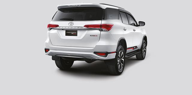Toyota Fortuner TRD Sportivo 2017 tiếp tục ra mắt châu Á với giá cao hơn - Ảnh 6.