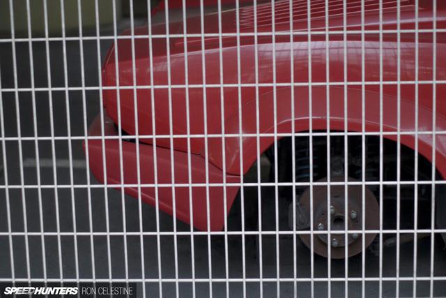 Siêu bò Lamborghini Countach bản đặc biệt mất 1 bánh và bị lãng quên trong bãi gửi xe - Ảnh 3.