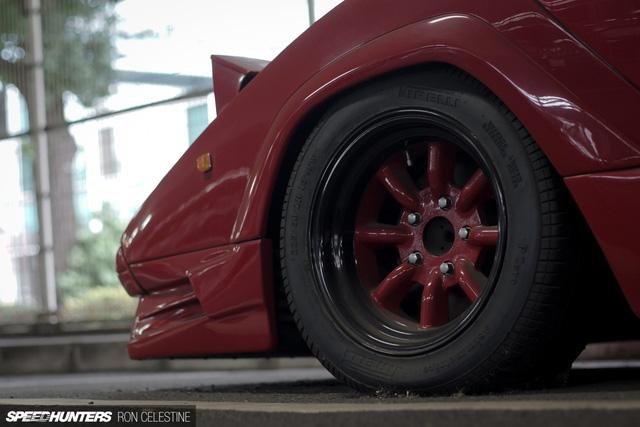 Siêu bò Lamborghini Countach bản đặc biệt mất 1 bánh và bị lãng quên trong bãi gửi xe - Ảnh 5.