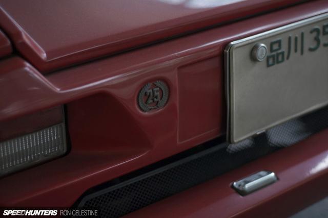 Siêu bò Lamborghini Countach bản đặc biệt mất 1 bánh và bị lãng quên trong bãi gửi xe - Ảnh 10.