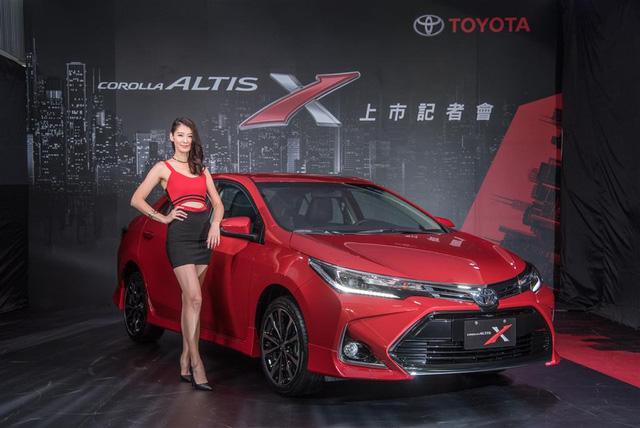 Diện kiến Toyota Corolla Altis 2017 với thiết kế khác xe mới ra mắt Việt Nam - Ảnh 2.