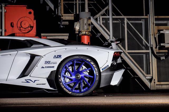 Gói độ thân rộng của Liberty Walk đưa Lamborghini Aventador SV lên một tầm cao mới - Ảnh 8.