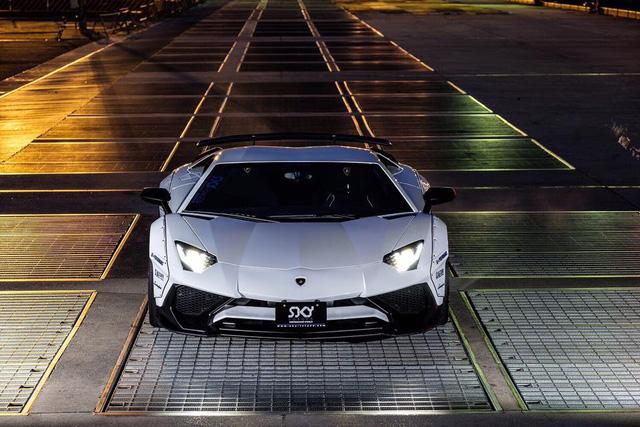 Gói độ thân rộng của Liberty Walk đưa Lamborghini Aventador SV lên một tầm cao mới - Ảnh 2.