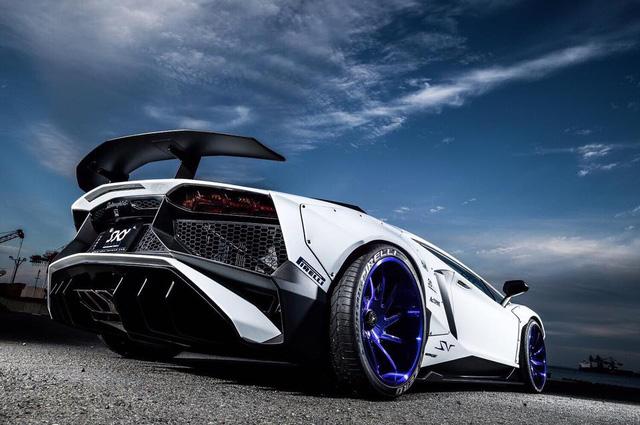 Gói độ thân rộng của Liberty Walk đưa Lamborghini Aventador SV lên một tầm cao mới - Ảnh 5.